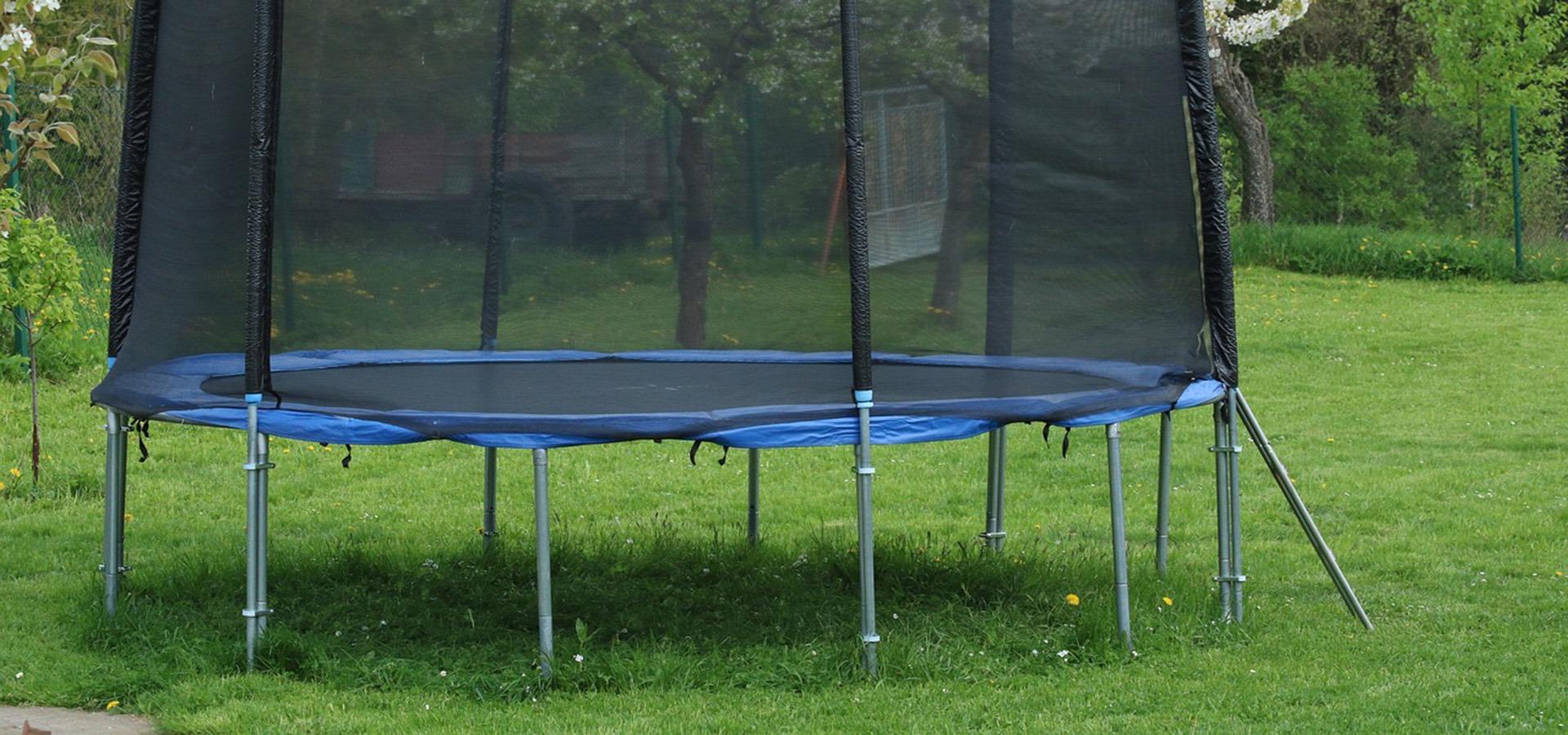Samling og opsætning af trampolin