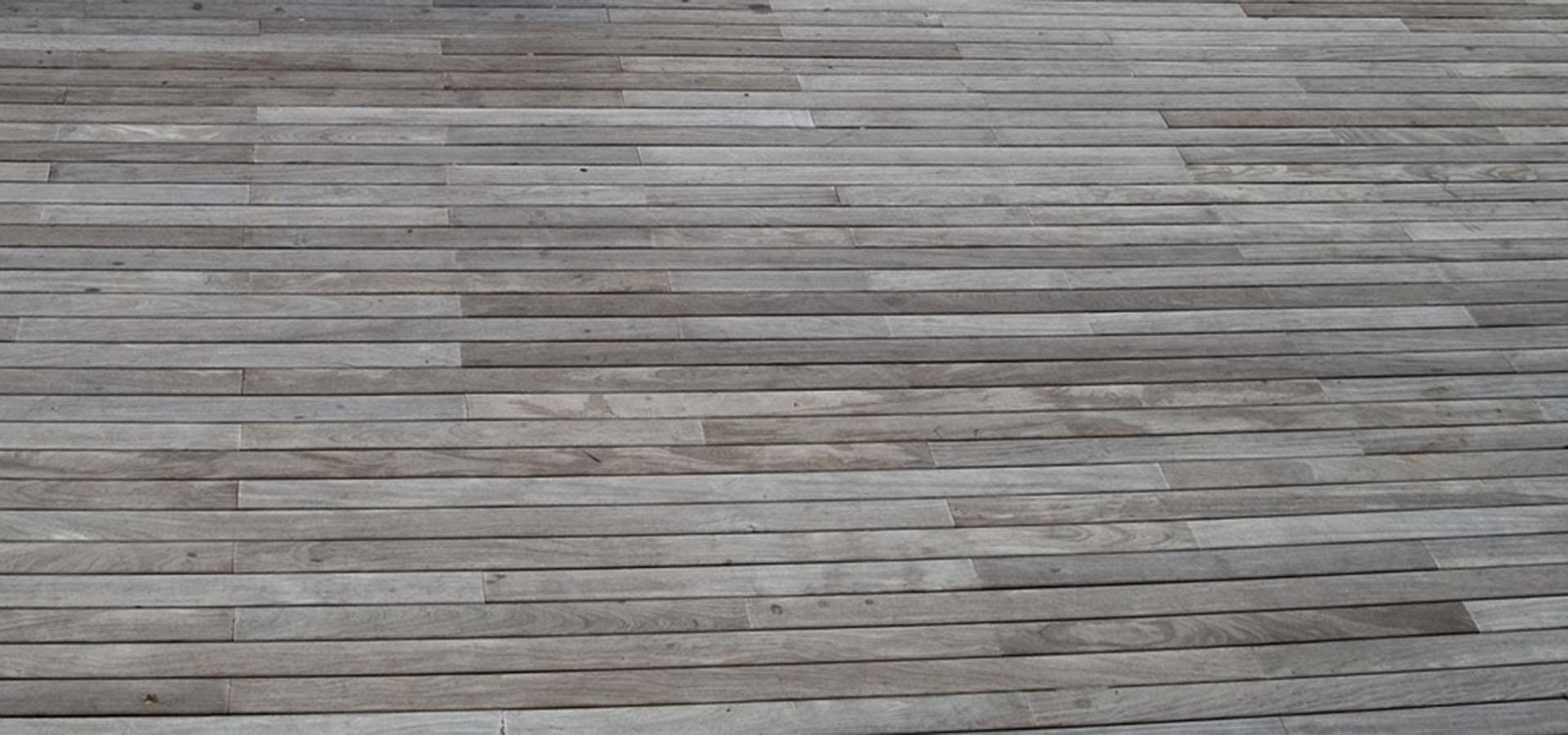 Træ terrasse renses